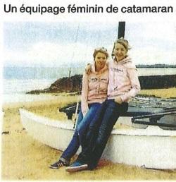un équipage féminin en catamaran au surfschool